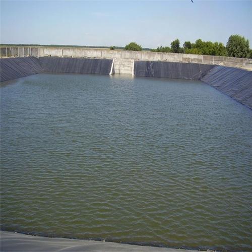 利用吸附处理氨氮废水培养微藻的方法